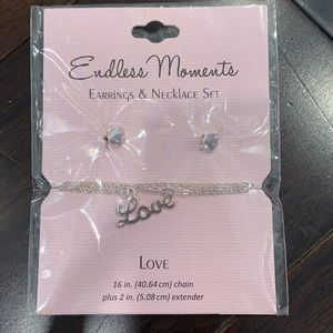 ENDLESS MOMENTS earrings and necklace set LOVE